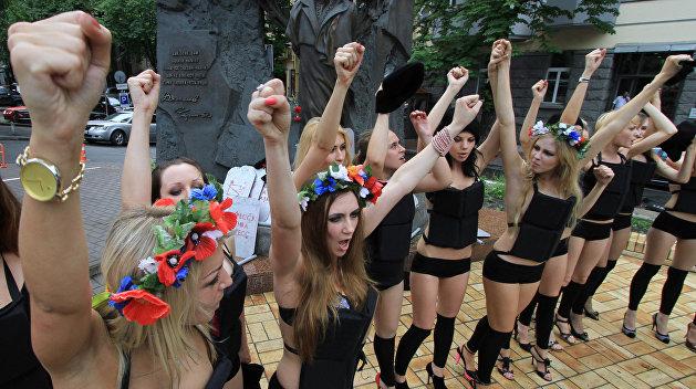 Активистка Femen прикинулась для азербайджанцев овцой