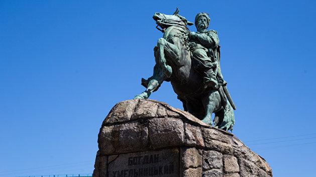 В Киеве предложили снести памятник Богдану Хмельницкому