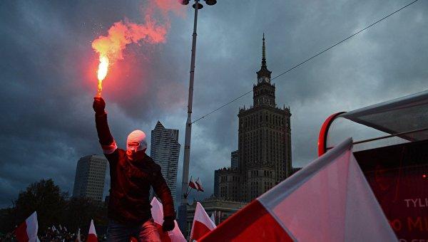 Высокопоставленные вандалы: почему поляки хотят снести самое высокое здание Варшавы