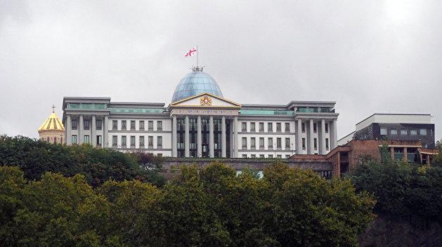 Обходными путями: Владельцы грузинских отелей хотят завозить русских туристов через Баку и Ереван