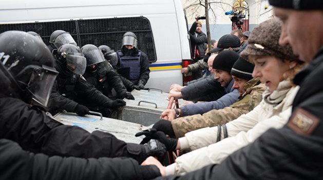 В боях под Радой пострадало десять полицейских