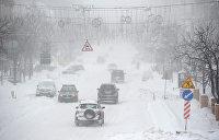 Транспортный коллапс: запад Украины завалило снегом, десятки городов без света