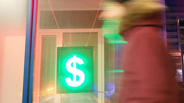 Дальше хуже: в обменниках Киева доллар подскочил до 28 гривен