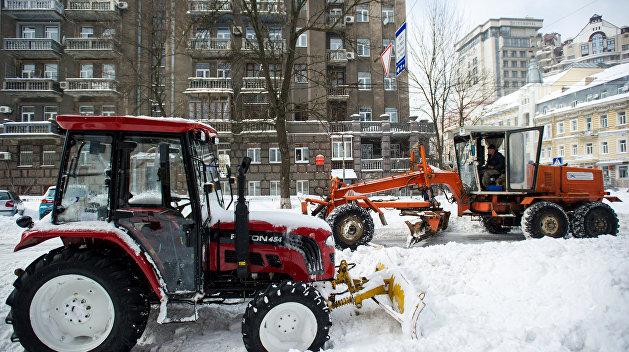 Снег вывел Украину из строя: 65 населенных пунктов обесточены