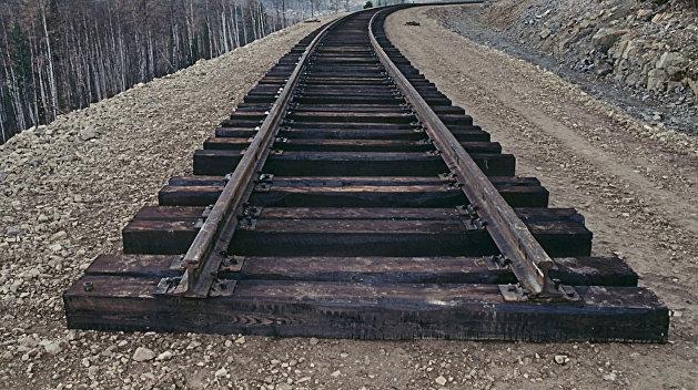 Рельсовая война: Бойцов ВСУ прихватили, когда те пилили железнодорожное оборудование в Донбассе