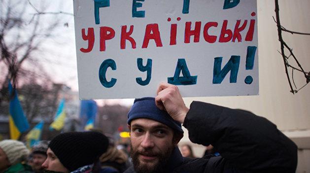 Убийцу украинского журналиста освободили в зале суда