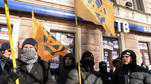 Дубинский: Протесты радикалов смешны на фоне антиукраинских действий богатейших людей Украины