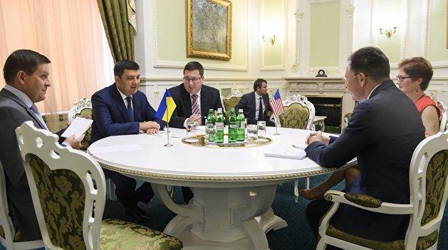 Политолог рассказал, почему Украина должна считаться с Волкером и Сурковым
