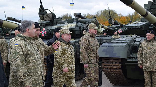 Порошенко: Украинская армия должна быть готова к силовому варианту разрешения конфликта в Донбассе