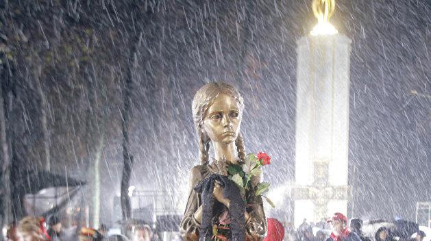 Вандалы в Киеве атаковали один из символов памяти о голодоморе