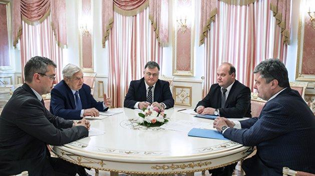 «Страна.ua»: След Сороса и разворот авианосца. Что означает поток критики Запада в адрес Порошенко