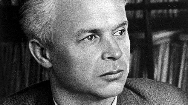 «Вошёл в революцию не через ту дверь». Зачем Довженко смотрел кино со Сталиным