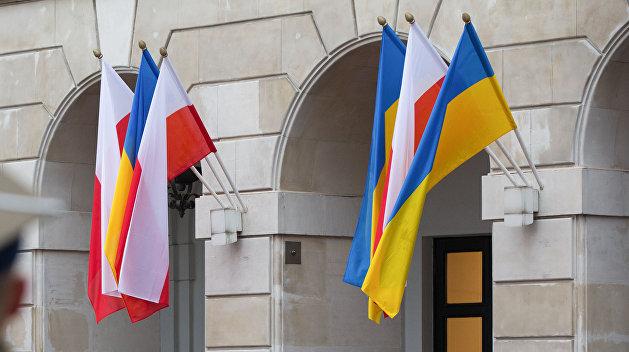 Все польские консульства на Украине приостановили работу
