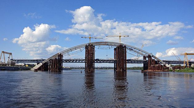 Деформация с риском для жизни. Мосты Киева крайне опасны для людей