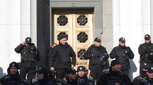 Под Радой митингуют за и против Савченко