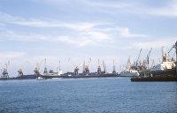 Моряк забаррикадировался на судне под Одессой
