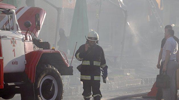 Пожар на станции технического обслуживания в Киеве уничтожил автомобили