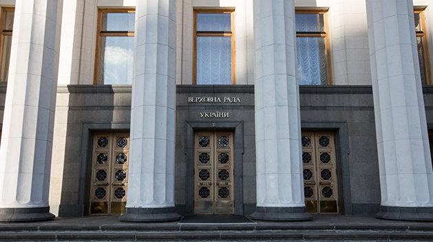 Закон не писан: Депутат Семенченко не дал искать у себя оружие