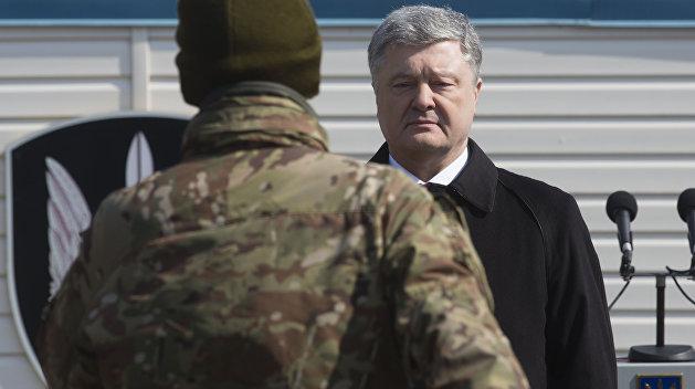 Падучая: Знаменосцу стало худо во время выступления Порошенко