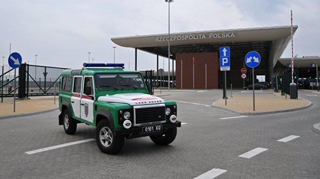 На границе с Польшей местные жители заблокировали три КПП