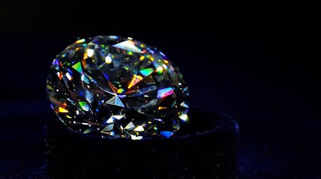 Привет из Гонконга: В Киеве в посылке с бумагами нашли 205 бриллиантов