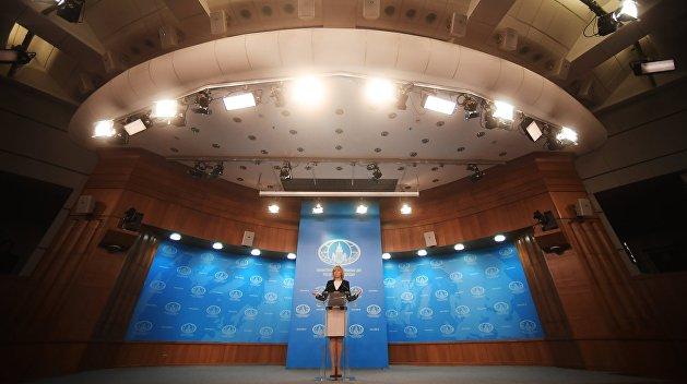 Захарова: Киев возводит искусственные барьеры между русскими и украинцами