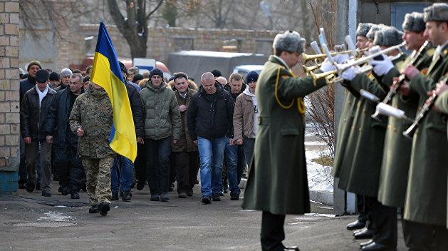 Под Новый год киевские военкоматы вновь раздают повестки