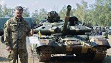 Порошенко обрадовал патриотов новым эвакуатором для подбитых танков