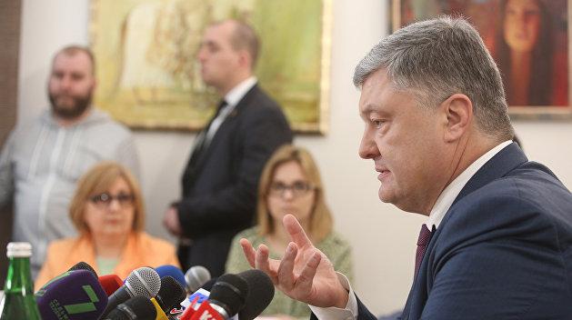 Азаров: У Запада оканчивается терпение по отношению к Порошенко
