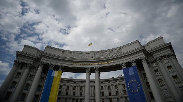 МИД Украины рекомендует украинцам не ездить в Россию