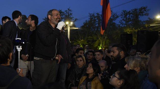 «Взгляд»: Новый армянский майдан раскачивают «грантоеды»