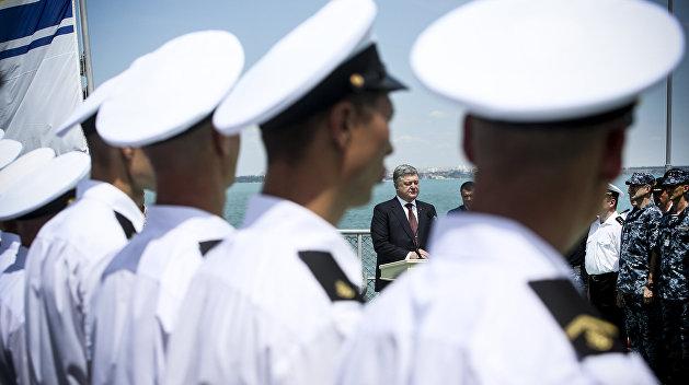 Эксперт: Украинские военные моряки шантажируют Порошенко