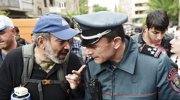 Полиция Армении устранилась от политики
