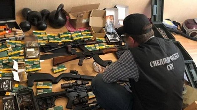 Добробаты передали Нацполиции 10 тонн оружия в Донецкой области - видео