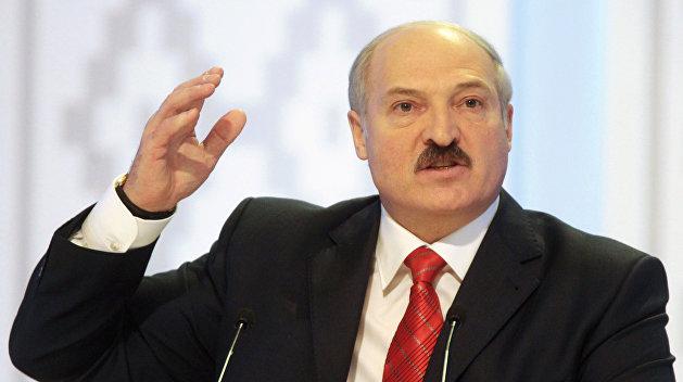 Лукашенко: Хватит ныть, а то перевернут как на Украине или в Армении, а потом на куски разорвут