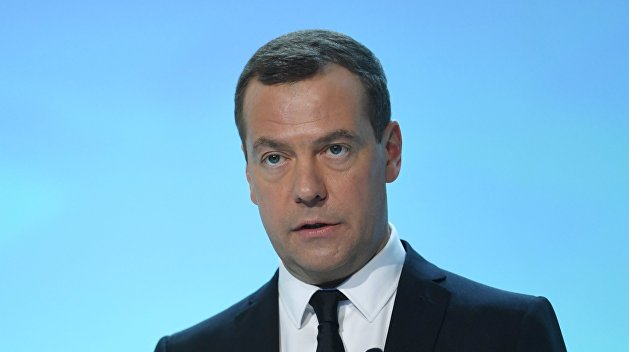 Медведев: Администрация Трампа доказала, что будет яростно вести борьбу с законным правительством Сирии