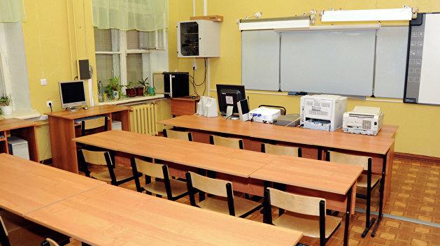 Унизительное воспитание: Учительница украинского языка стягивала со школьников штаны перед классом