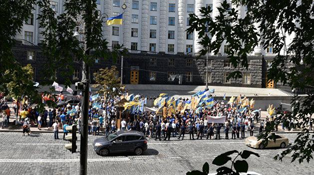 Восстание в Киеве: У Кабмина и Верховной Рады вспыхнули протесты