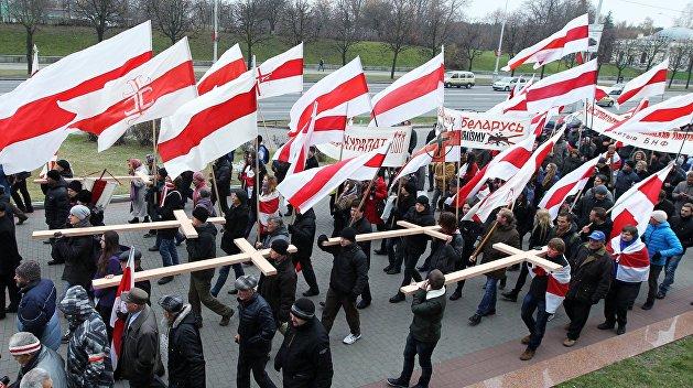 Белорусский депутат направил в МВД проект закона о свободном использовании бело-красно-белого флага