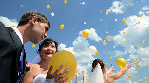 Три семерки и брачующиеся: в  Киеве наблюдается ажиотаж в ЗАГСах