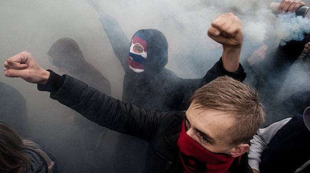 В Киеве националисты заблокировали российских дипломатов
