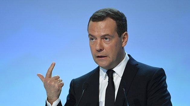Show must go on: Медведев о лишении Саакашвили гражданства