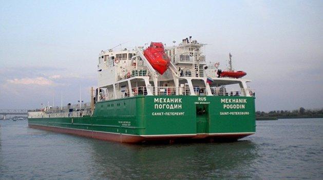 В Херсоне моторная лодка атаковала арестованный российский танкер