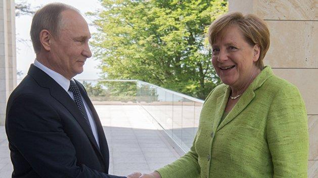 Меркель выглядела бодро на встрече с Путиным - СМИ