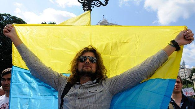 Почти 70% украинцев гордятся своим гражданством