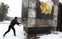Едины в кощунстве: В Польше и на Украине сносят памятники воинам-освободителям