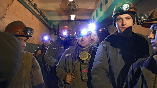 В Донецкой области 40 шахтеров остались в забое из-за долгов по зарплате