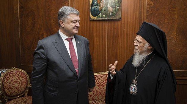 Порошенко заявил, что молится о предоставлении автокефалии украинской церкви