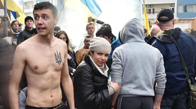 Радикалы заблокировали российское консульство в Одессе