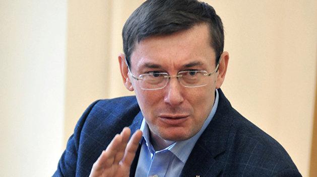 Янукович требует явки Луценко в суд